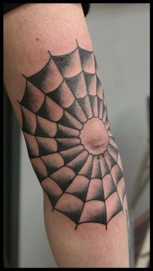 Tattoo spinnenweb oldschool