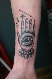 Tattoo hand occult sterrenbeeld