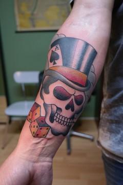 Tattoo top hat skull