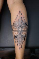 Tatoeage dotwork libelle