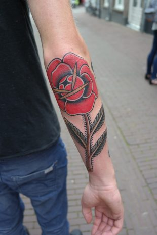 Tattoo grote roos