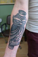Tattoo uil met hoed